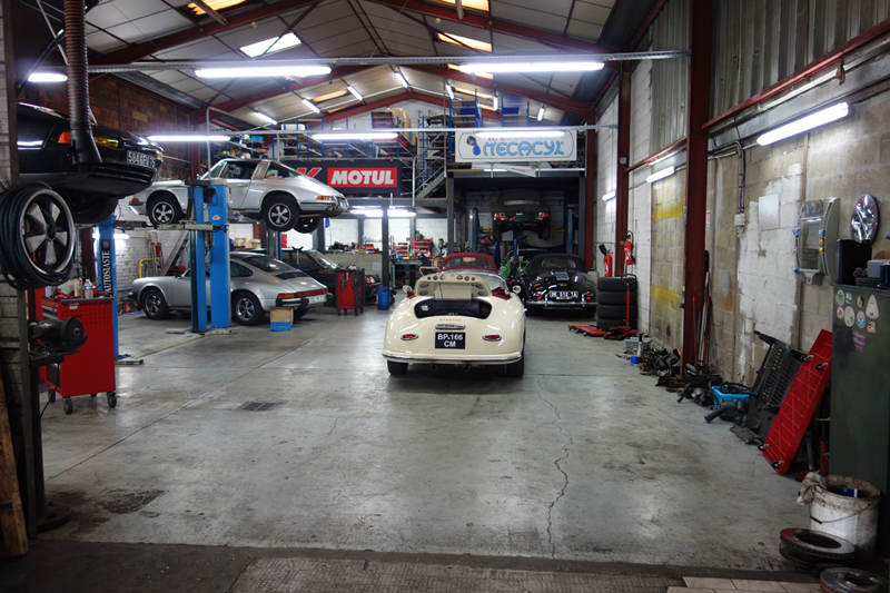 Porsche 356 replica pilgrim 356 boxster cayman 911 for Garage auto courbevoie